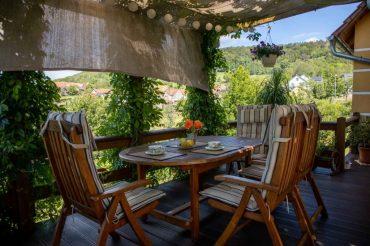 Unsere Terrasse inmitten der grünen Natur